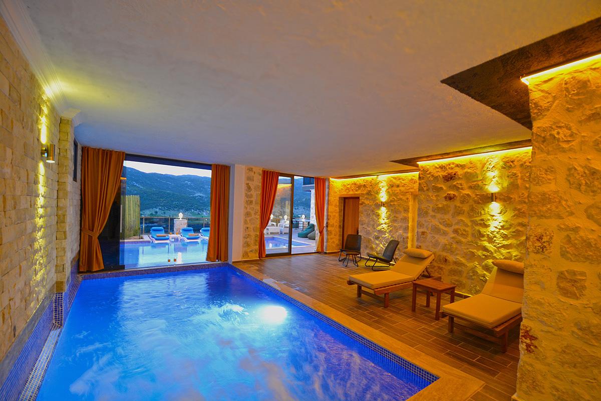 Kapalı&Isıtmalı Havuzlu Villalarda 12 ay Tatil