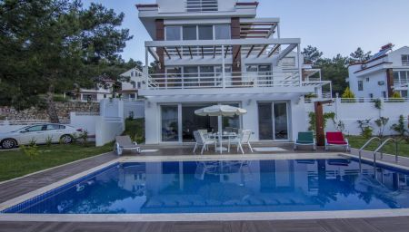 Villa Manas 1 offer