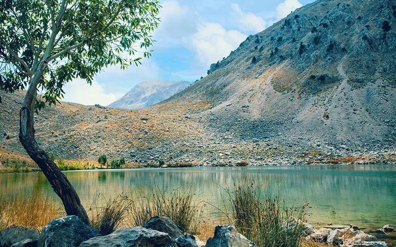 gömbe yaylası göl kenarı